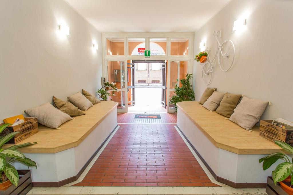 A seating area at Student's Hostel Estense