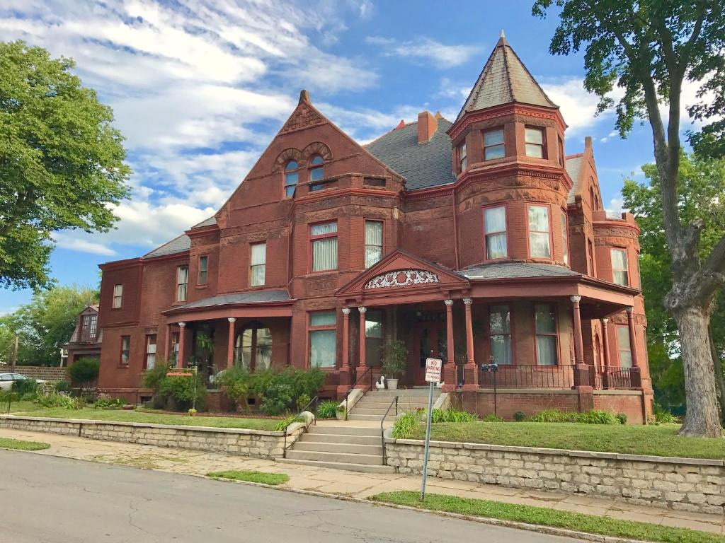 Vineyard Mansion B&B