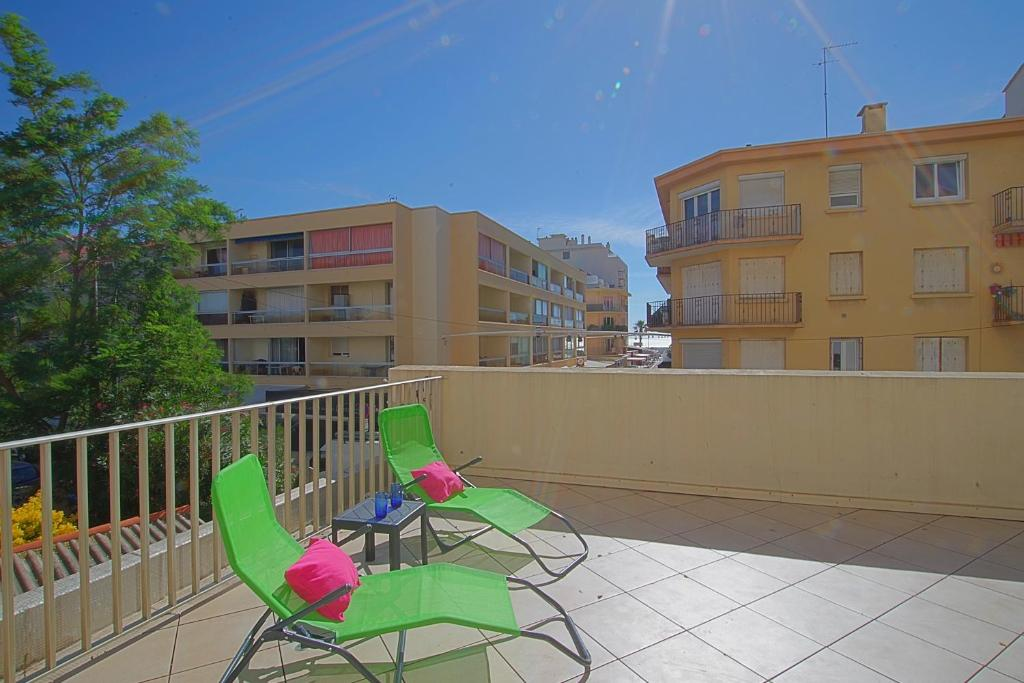 A balcony or terrace at Appartement Terrasse vue Mer