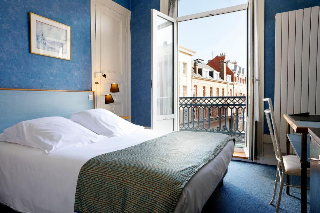 Un ou plusieurs lits dans un hébergement de l'établissement Grand Hotel de L'Univers