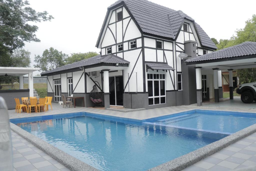 5 Room Villa D Lagos And Pool Melaka Malaysia Booking Com