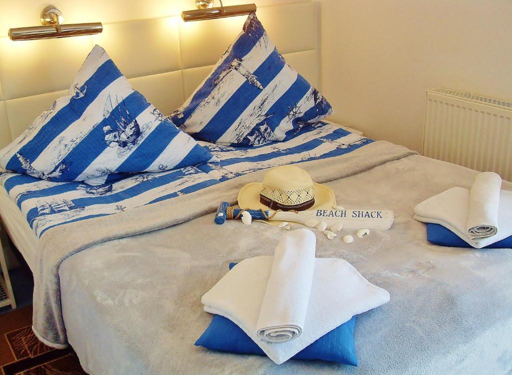Łóżko lub łóżka w pokoju w obiekcie Pensjonacik Cyklada Comfortable Rooms Close to the Lake