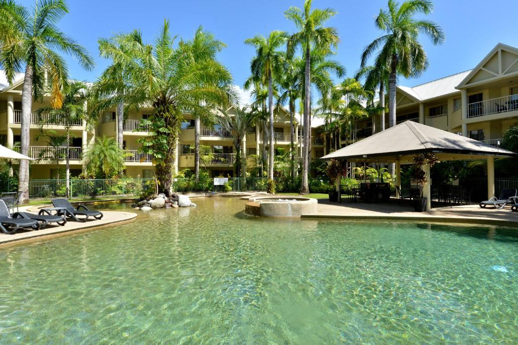 The swimming pool at or near Seascape Holidays - 30 Mahogany Sands