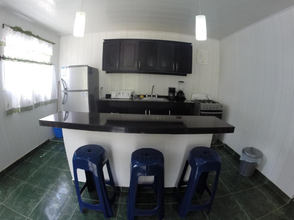 Una cocina o kitchenette en Zippy´s Sea View Apartments