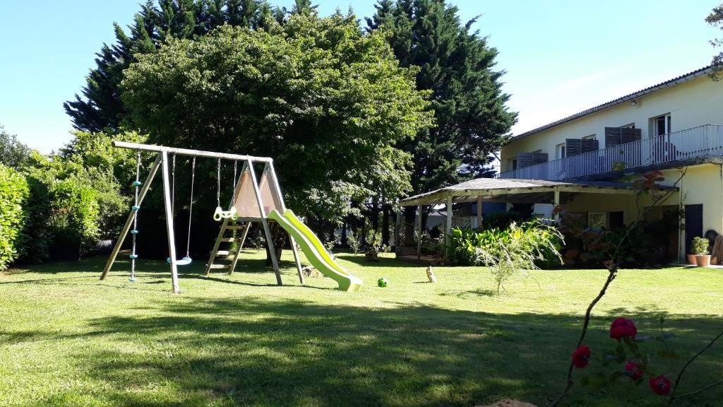 Aire de jeux pour enfants de l'établissement Hotellerie La Borie