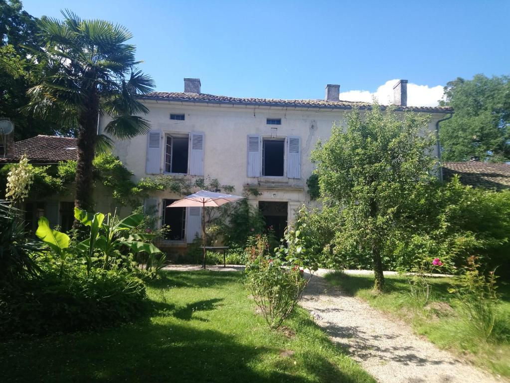 Bed And Breakfast Domaine De Puytirel Frankrike Champagne Et Fontaine Booking Com