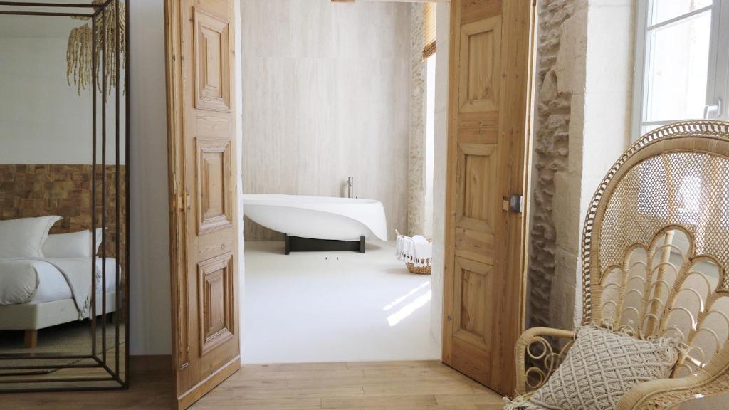 A bathroom at Le Saint Remy