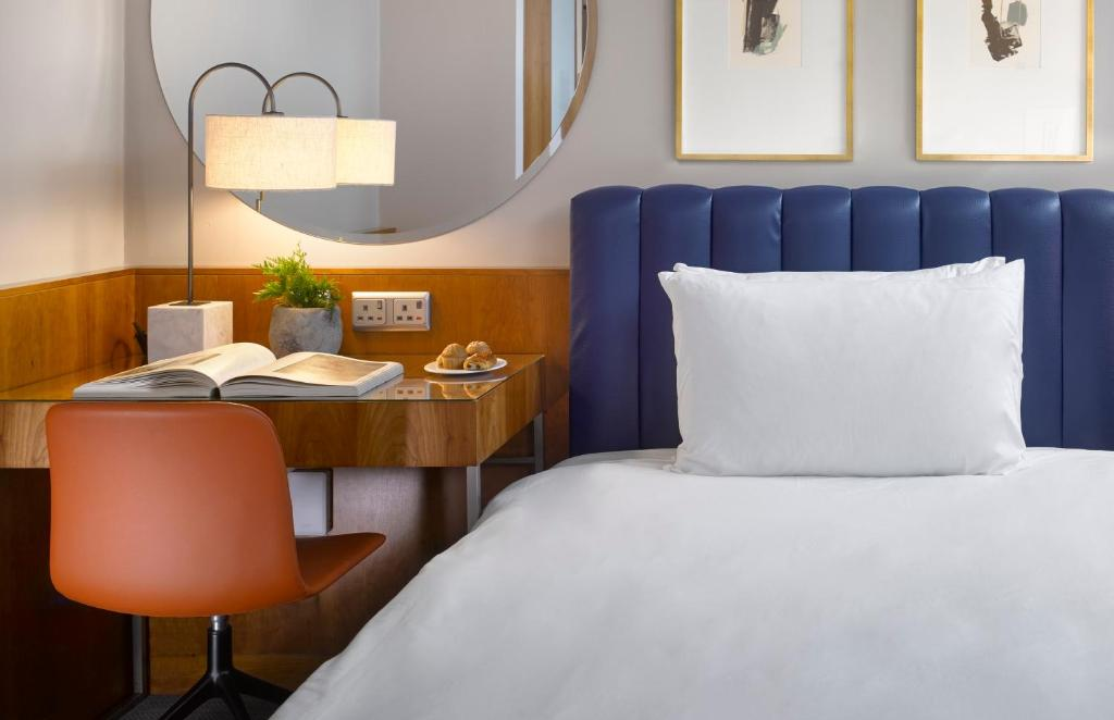 A bed or beds in a room at K+K Hotel George Kensington