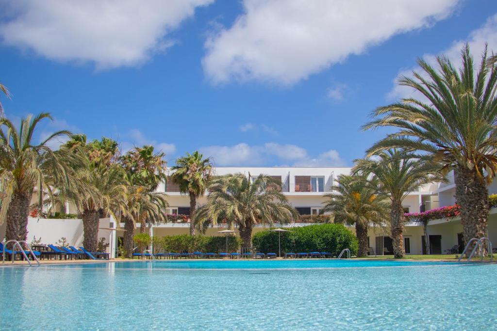 Het zwembad bij of vlak bij Hotel Dunas de Sal