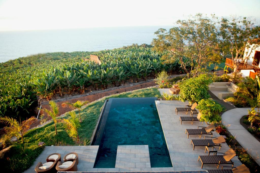 A view of the pool at Hacienda Cuatro Ventanas or nearby