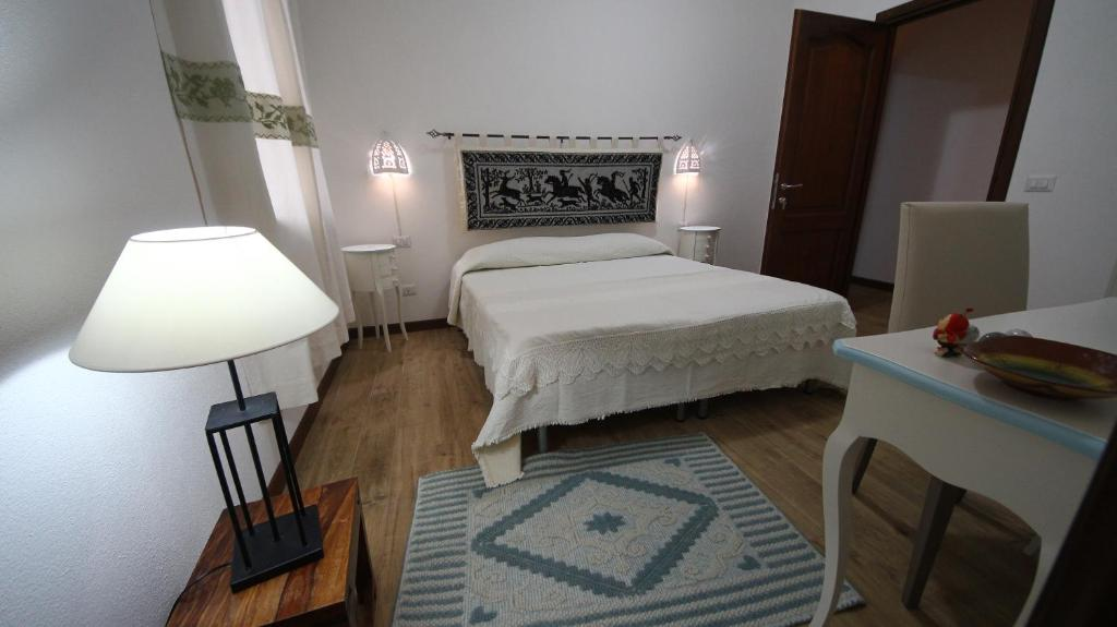 A bed or beds in a room at Affittacamere Sa Mariola