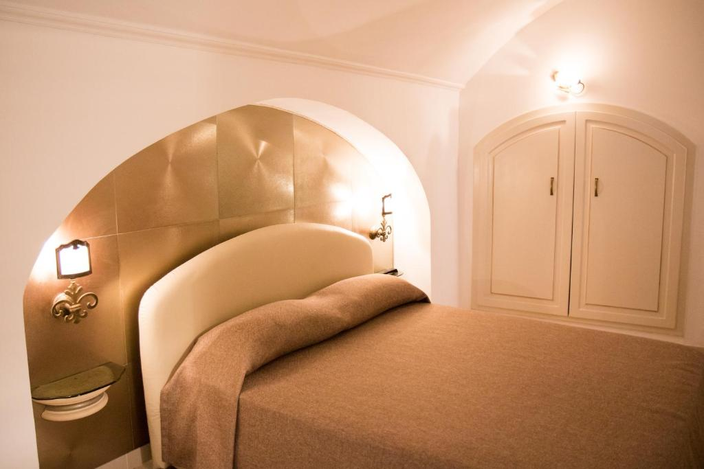 A bed or beds in a room at Casa Vacanza Dimore Luxury Rooms