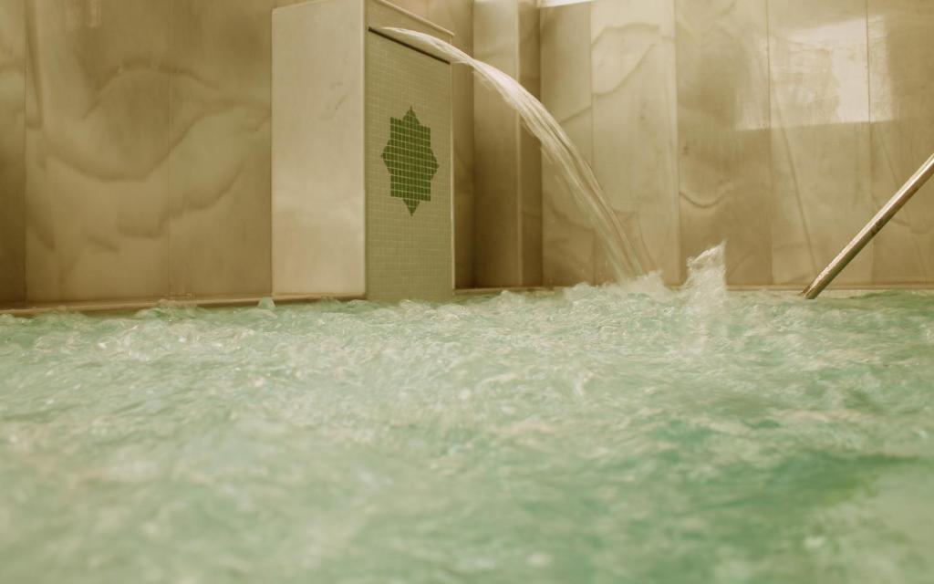 The swimming pool at or near Balneario de Alhama de Granada