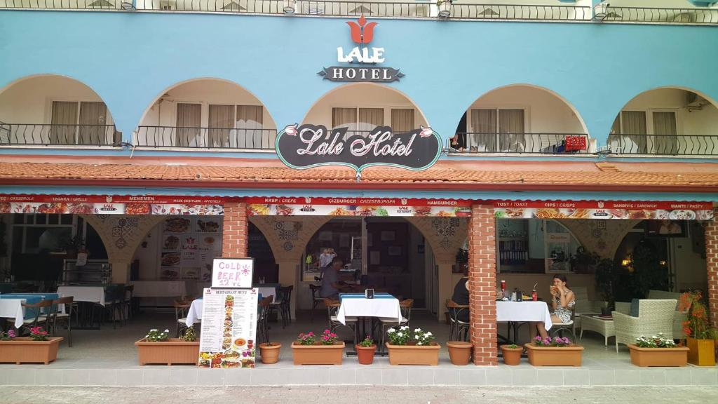 A restaurant or other place to eat at Lale Hotel