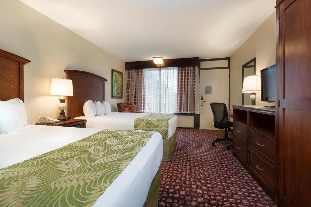 Cama ou camas em um quarto em Rosen Inn at Pointe Orlando