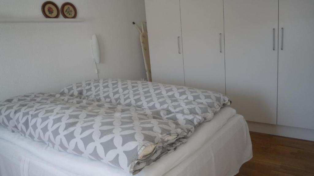 A bed or beds in a room at Greve lækkert værelse nær København