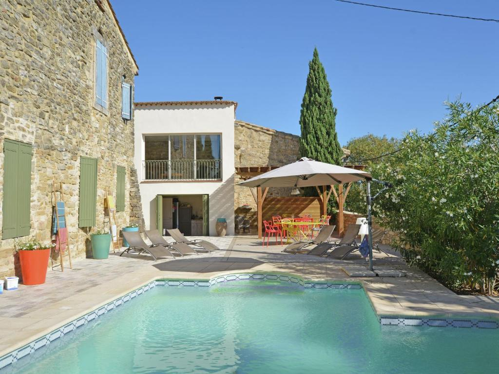 The swimming pool at or near Quaint villa in Castelnau-Valence with private pool