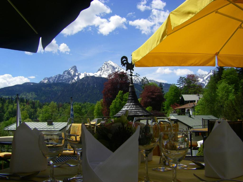 A restaurant or other place to eat at Alpenhotel Kronprinz