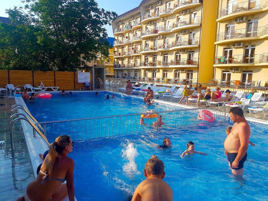 The swimming pool at or near Gostinitsa Prometei 4