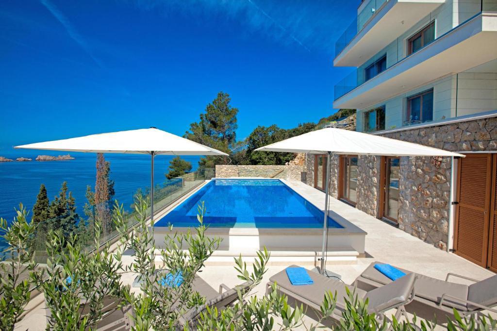 The swimming pool at or close to Villa Malo More