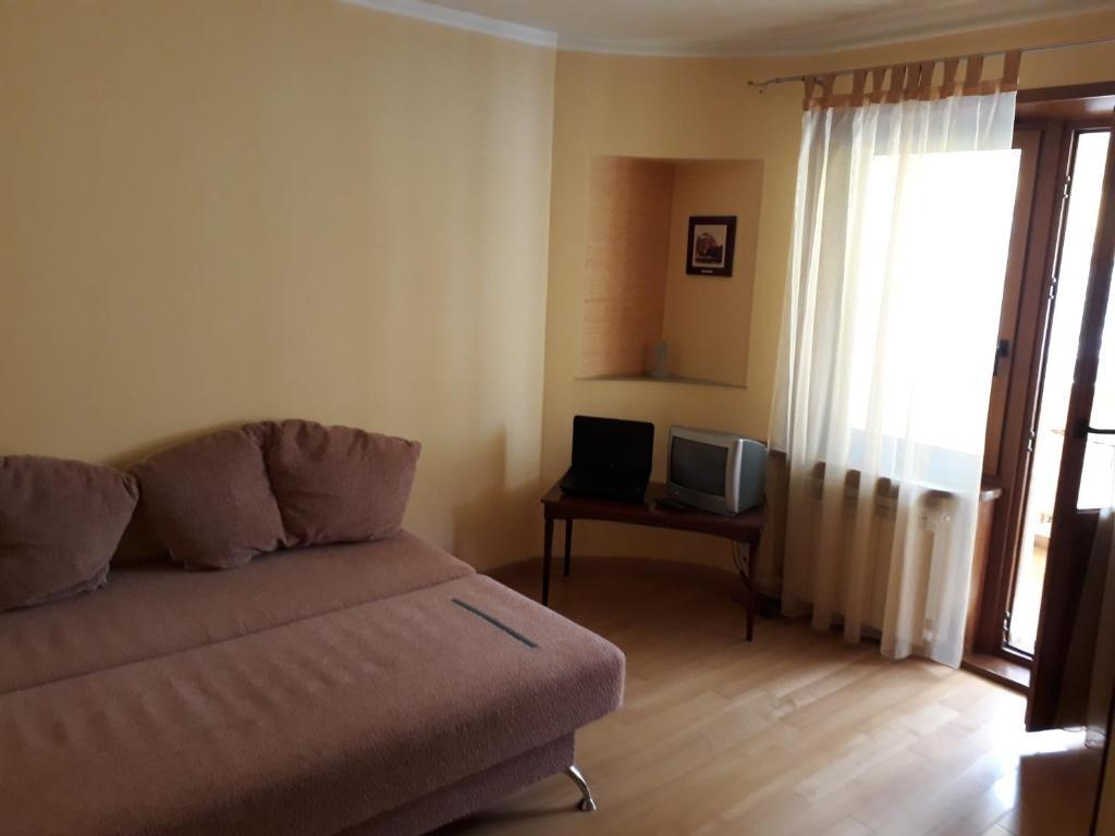 Зона вітальні в Комната в квартире