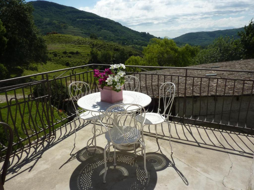 A balcony or terrace at gite la riviere