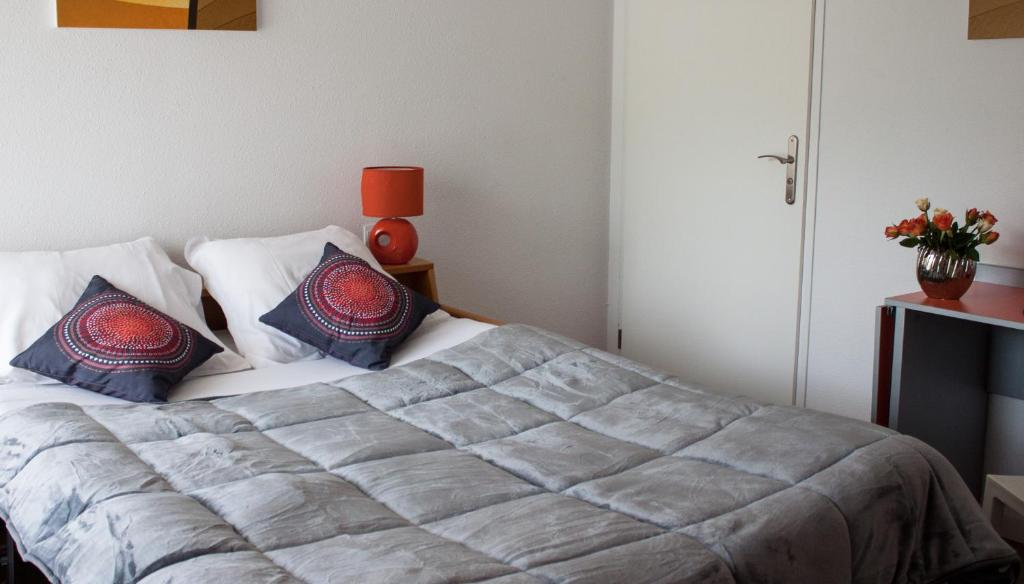 Un ou plusieurs lits dans un hébergement de l'établissement City Lodge Appart Hôtel Niort