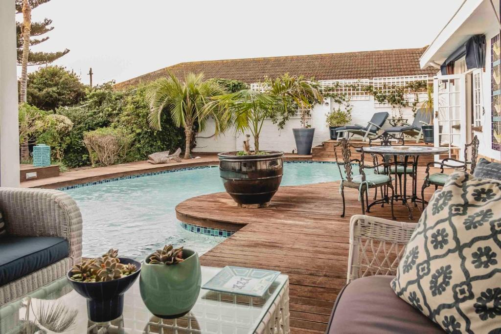 The swimming pool at or near Admiralty Beach House