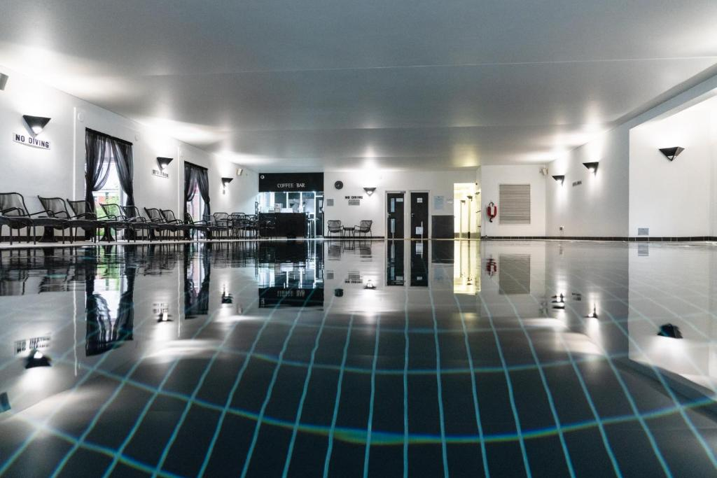 The swimming pool at or close to Fairlawns, Hotel And Spa