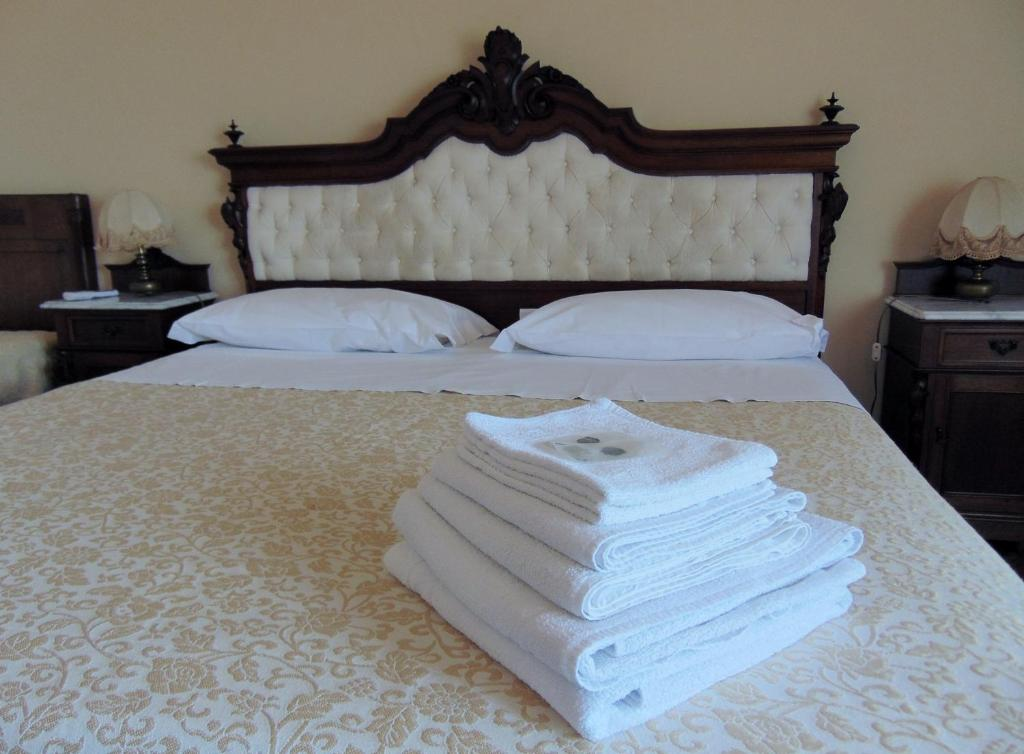 A bed or beds in a room at Villa Sara