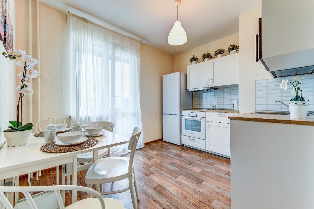 Кухня или мини-кухня в Апартаменты на Дунайском