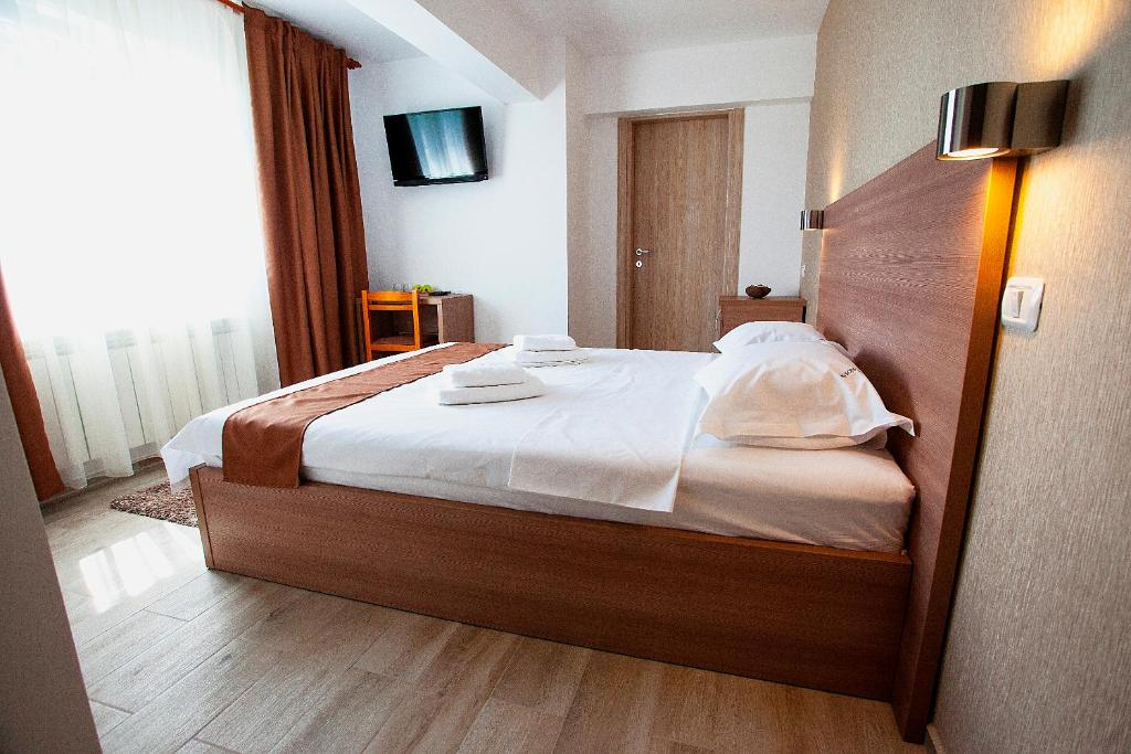 A bed or beds in a room at Hotel Nova Bital
