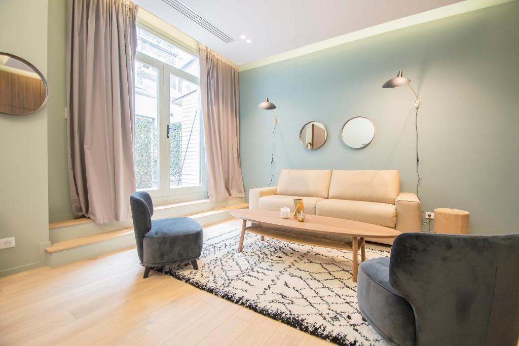 A seating area at Résidence du Marais - Paris Center