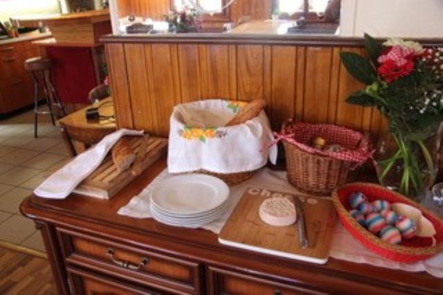 Restaurant ou autre lieu de restauration dans l'établissement B&B Café de la Poste