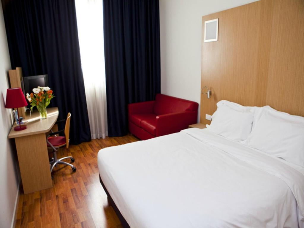A bed or beds in a room at Ramada Encore Bologna-Hotel & Natural Spa