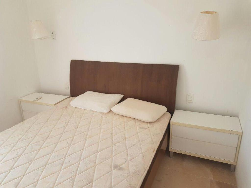 A bed or beds in a room at Apartamento 1 suite Taiba