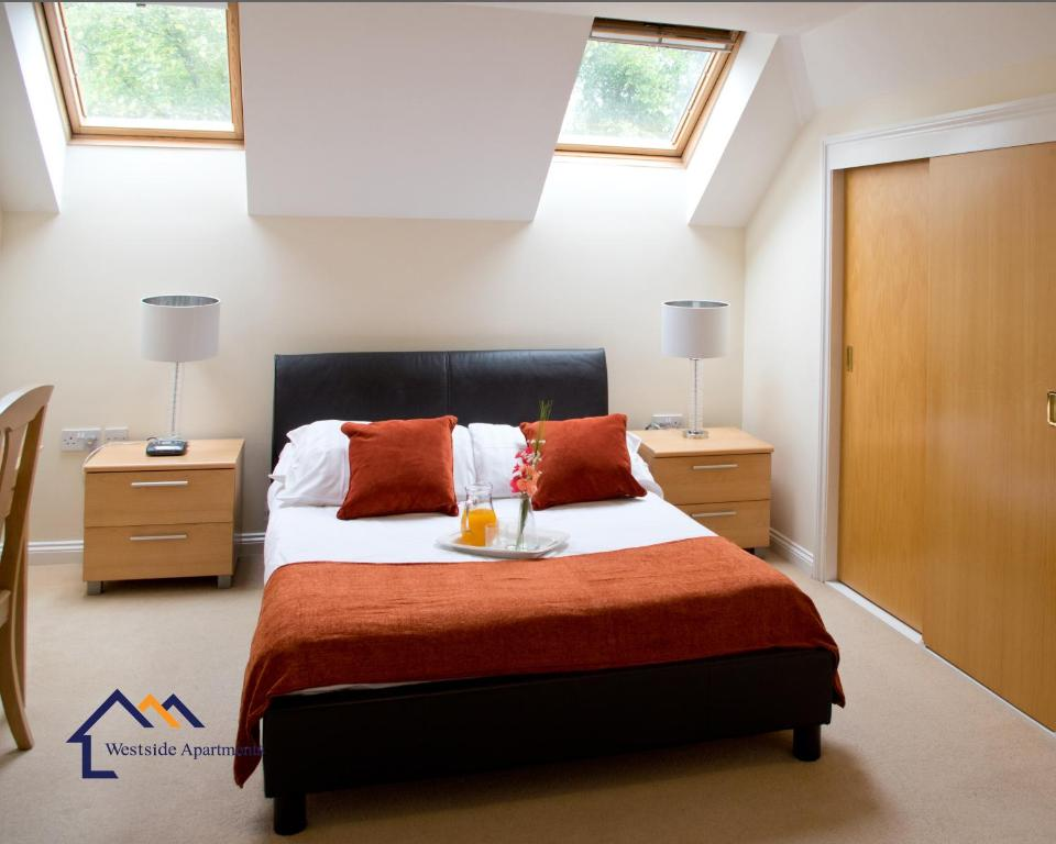 A bed or beds in a room at Bounty Suite Basingstoke