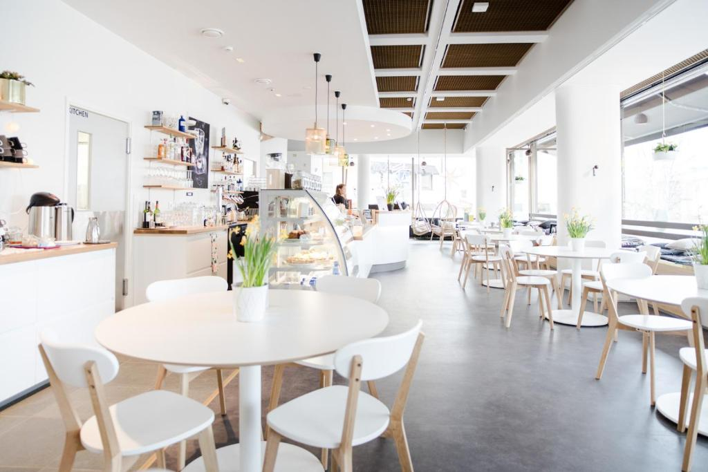 A restaurant or other place to eat at Hostel Café Koti