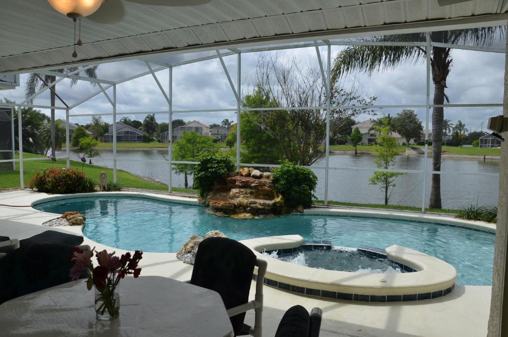The swimming pool at or close to Disney Lake Front Villa