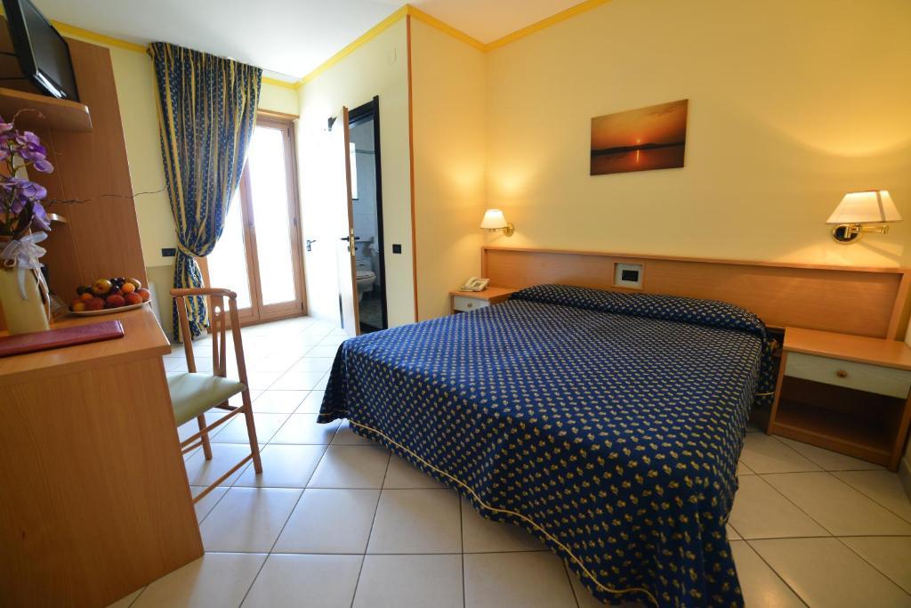 Hotel Lo Smeraldo Cisternino Italy Booking Com
