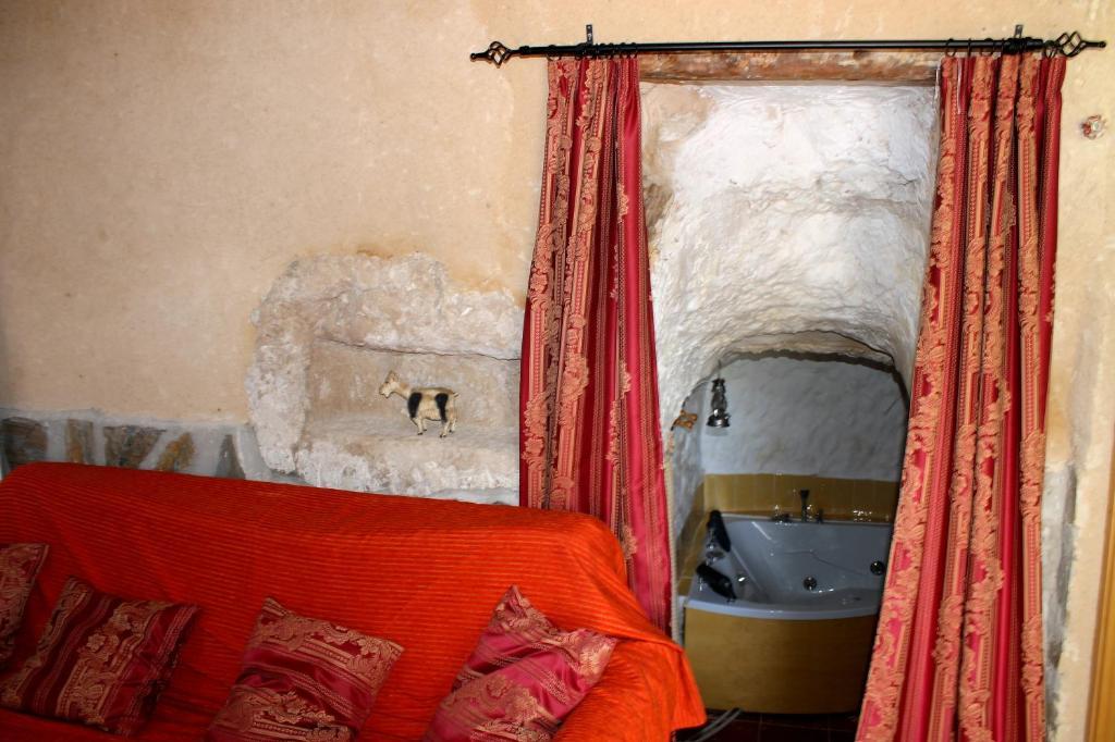 Cama o camas de una habitación en Casa Rural con Jacuzzi Paraíso del Júcar