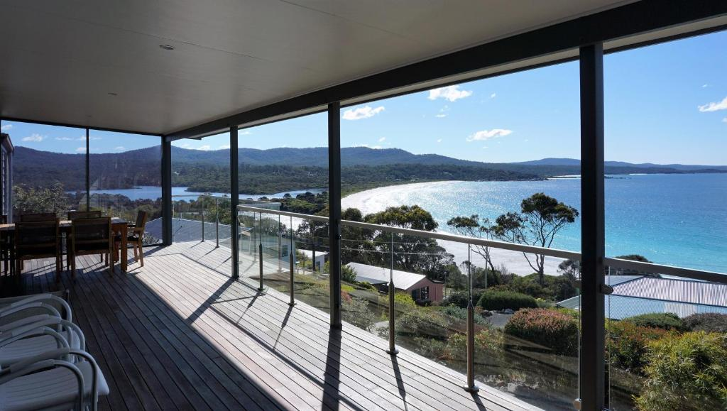 SEA EAGLE COTTAGE Amazing views of Bay of Fires