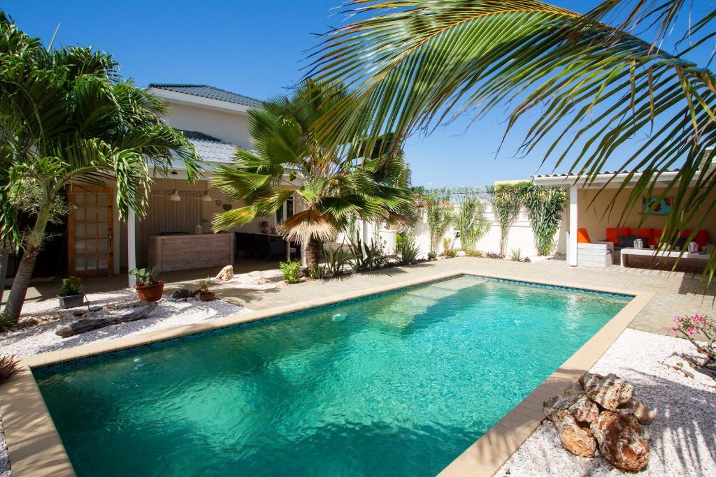 A piscina localizada em Villa Cle - Curaçao ou nos arredores