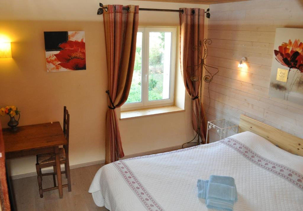 A bed or beds in a room at Bed & Breakfast Domaine De Bayanne