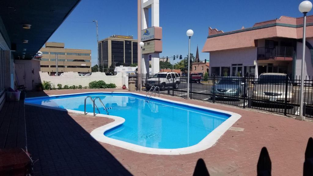 The swimming pool at or close to Santa Fe Inn - Pueblo