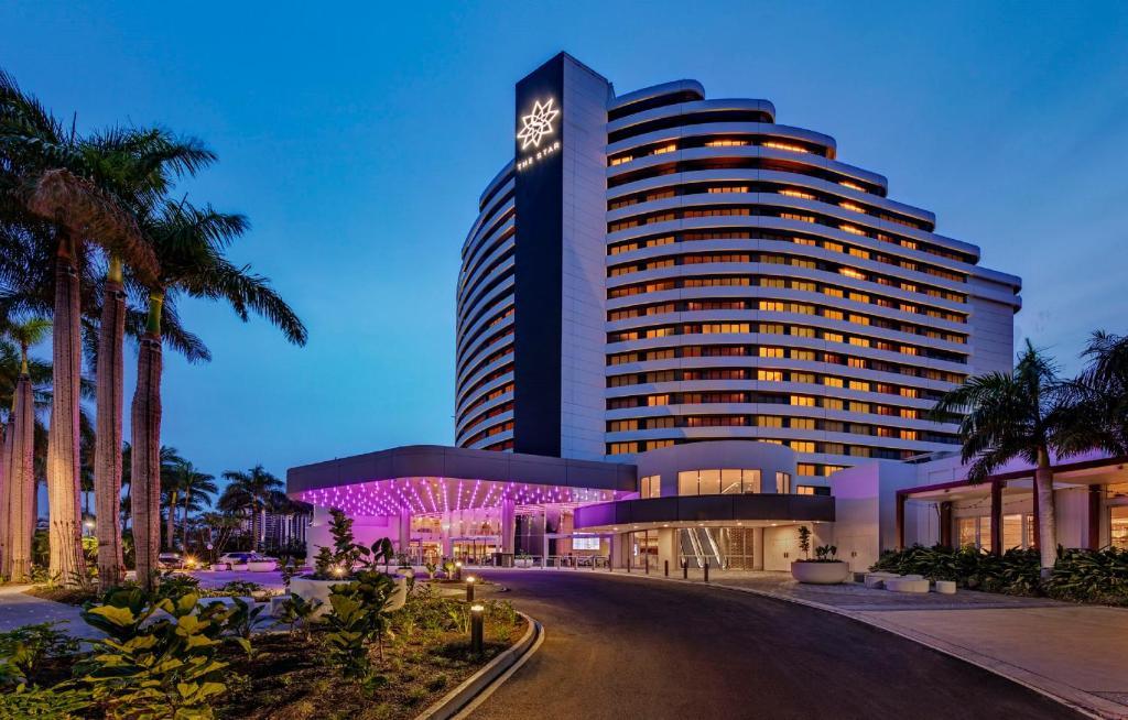 Hotels in broadbeach near casino baccarat casino game how to play