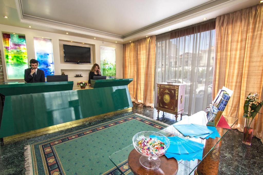 Lobby/Rezeption in der Unterkunft Triton Hotel Piraeus