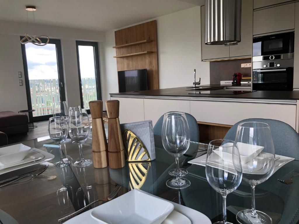 Кухня или мини-кухня в CE Apartment Castle View