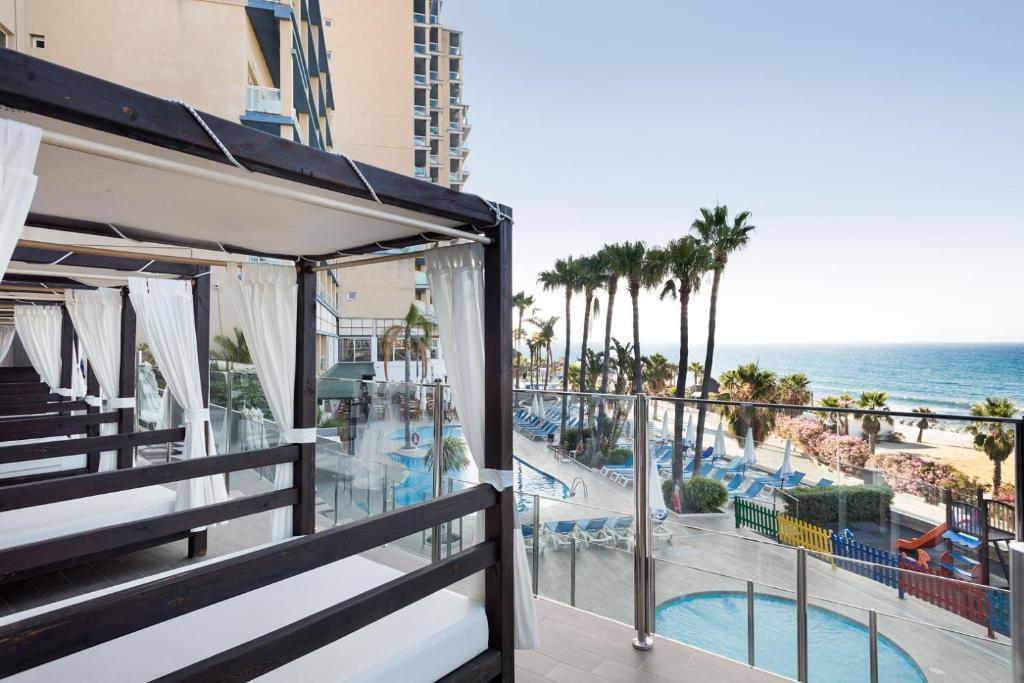 Uitzicht op het zwembad bij Hotel Best Benalmadena of in de buurt