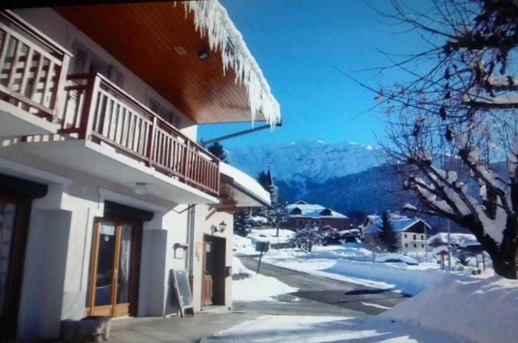 L'établissement Hôtel Le Beauséjour en hiver